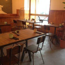 mesa-y-silla-estilo-industrial-scaled